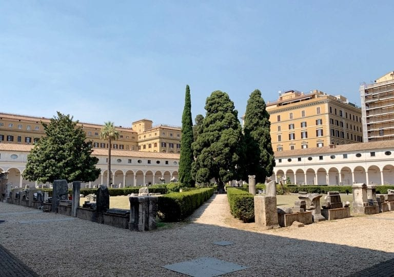 the beautiful garden now gives an overview to the museum itself and the corridors with the exhibited roman time sculptures and paintings in medieval