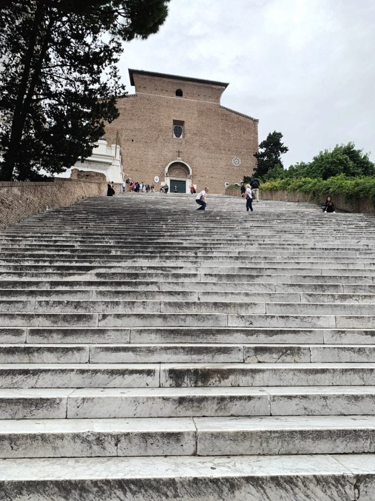 top 3 historic facts about rome for christmas_to visit santa maria in aracoeli for 124 steps staircases