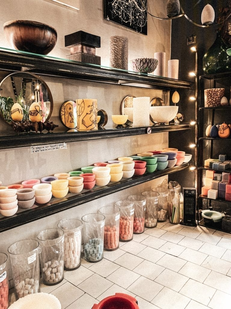 the handmade candle and wax product store in cavour with a romantic concept