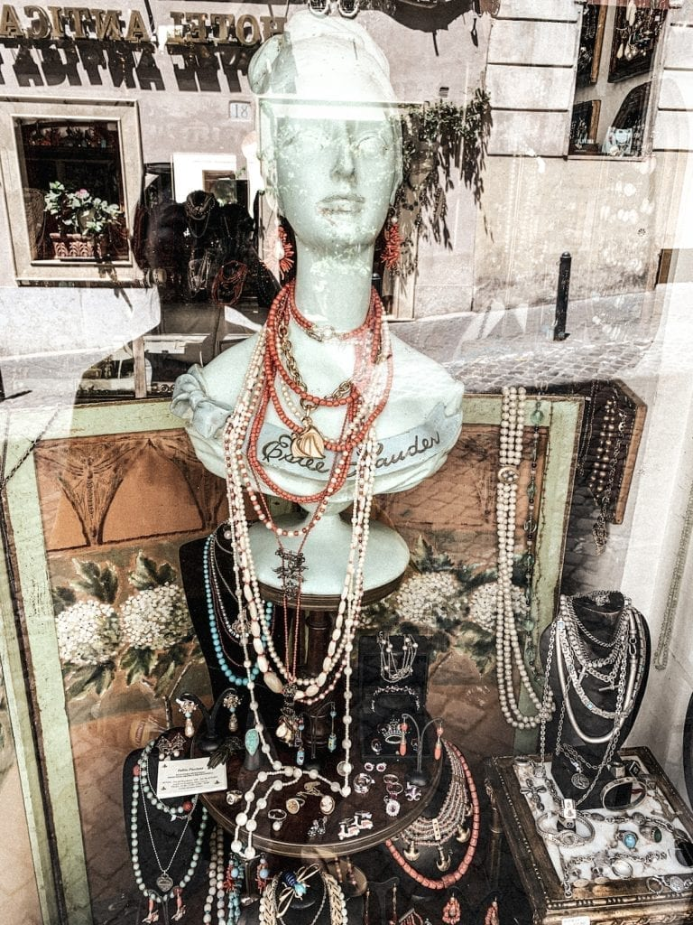 the individual jewlery boutiques in cavour area