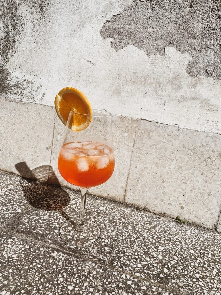 the classic aperol spritz recipe is very easy with simple ingredients to make