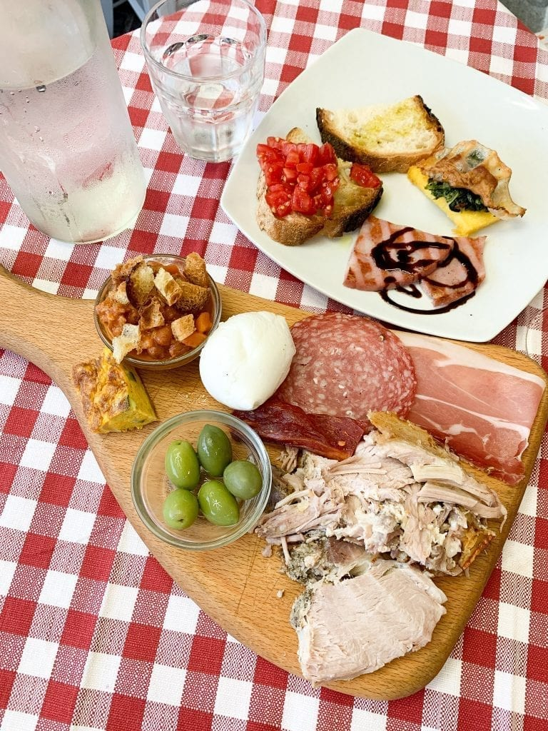 Ariccia Freschette is famous among the local Romans who love going in the weekend summer nights