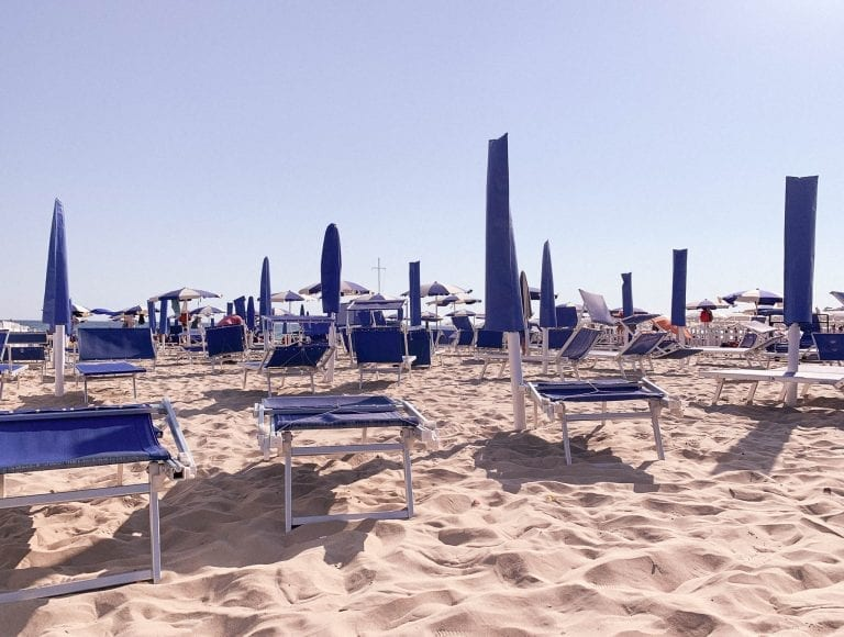 Gaeta spiaggia Serapo is a huge public beach with many sections with umbrellas for rent and very fine sands.
