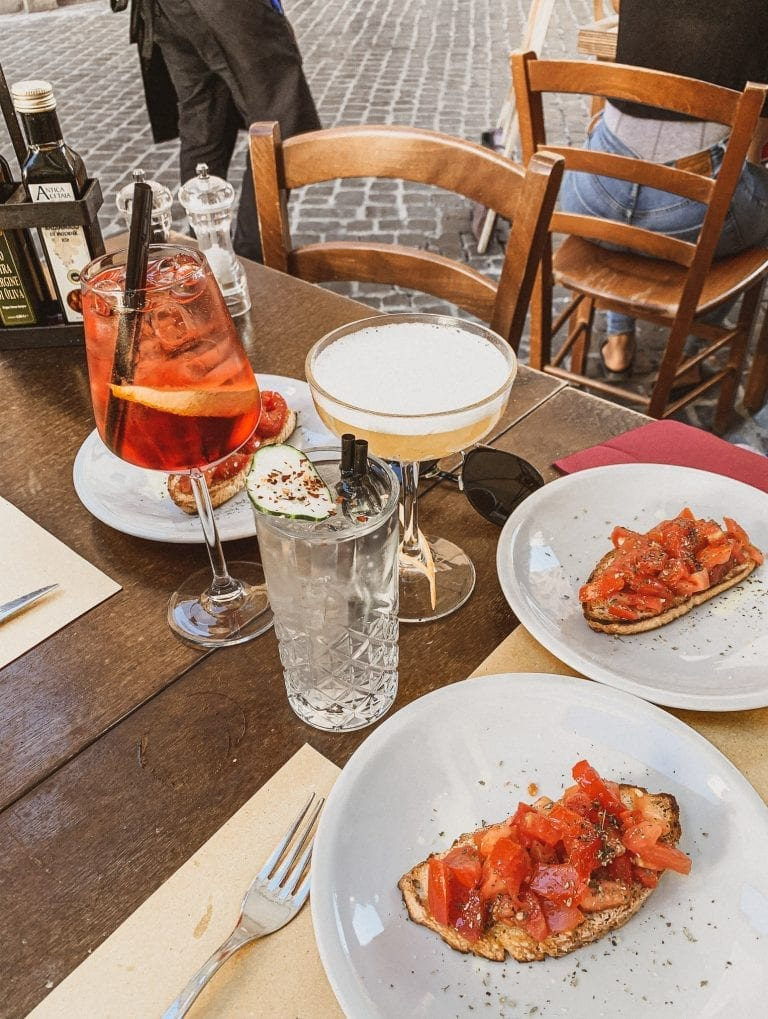Aperitivo and dinner at Pasquino bistrot during sunset in Rome means good food, classic Italian drinks and watching the fashionable Italians hanging out in the summer nights