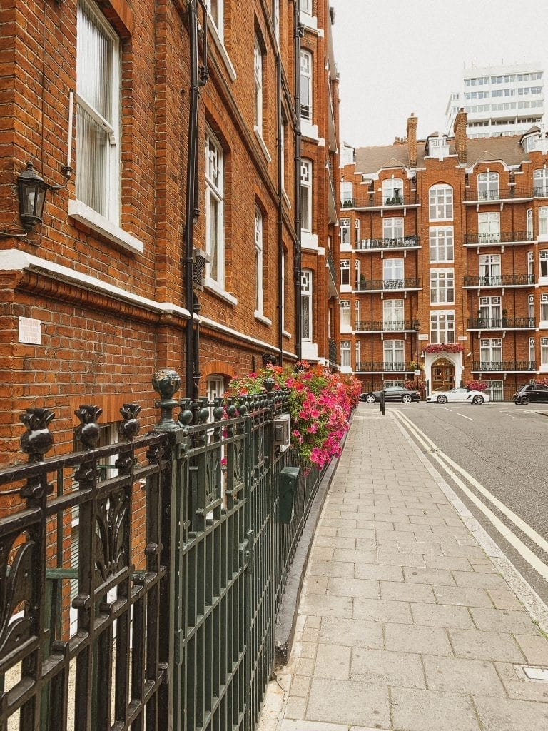 Marylebone is a London neighborhood with typical London style buildings and it is an area with many hidden boutique shops, cafes and even an art gallery